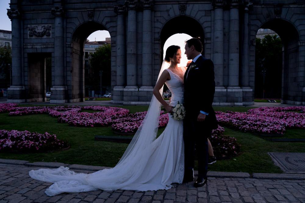Fotos-preboda-postboda-10-lugares-en-Madrid-para-novios-atrevidos-puerta-alcala-wayak-studio-2